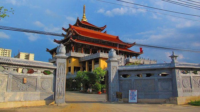 Chiêm ngưỡng 10 ngôi chùa cổ kính nhất tại TPHCM